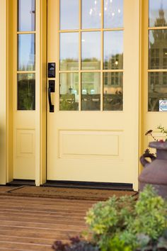 70 Ideas front door colors sherwin williams accent walls for 2019 House Paint Exterior, Exterior Paint Colors, Exterior House Colors, Exterior Doors, Craftsman Exterior, Yellow Front Doors, Front Door Paint Colors, Painted Front Doors, Yellow Paint Colors