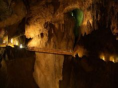 Slovenia Caves: Head underground & discover the natural wonders of Slovenia including the UNESCO listed Skocjan Cave and the world-famous Postojna Cave. Limestone Caves, Underground Caves, Mammoth Cave, Slovenia Travel, Bohinj, Sites Touristiques, World Travel Guide, Natural Phenomena, Prehistory