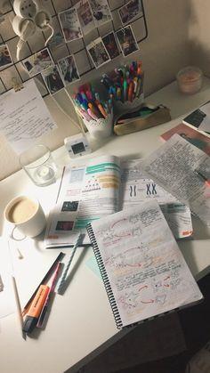 School Organization Notes, Study Organization, School Notes, Student Studying, Student Life, Study Corner, Study Room Decor, Study Pictures, School Study Tips