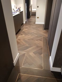 Istoria Bespoke Onyx has a lovely gentle effect that matches well with any look of the interior. The flooring was complimented by antique brass trim. Wood Floor Pattern, Wood Floor Design, Herringbone Wood Floor, Herringbone Pattern, Floor Patterns, Flur Design, Küchen Design, Tile Design, House Design