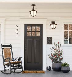 70 Beautiful Farmhouse Front Door Design Ideas And Decor. If you are looking for 70 Beautiful Farmhouse Front Door Design Ideas And Decor, You come to the right place. Modern Farmhouse Exterior, Porch Design, House With Porch, Modern House Number, Brick Exterior House, Front Porch Christmas Decor, Exterior Design, Front Porch Decorating, Door Design