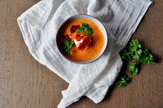 Tomatsuppe med mascarpone og chorizo Chorizo, Chana Masala, Thai Red Curry, Ethnic Recipes, Food, Mascarpone, Meals, Yemek, Eten