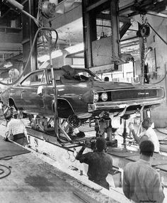 Vintage Cars Muscle 68 Dodge Charger on the assembly line Retro Cars, Vintage Cars, Vintage Ideas, Vintage Photos, Mopar, Volkswagen, 1968 Dodge Charger, 2015 Charger Rt, Dodge Muscle Cars