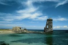 Watch-tower ruin, Cap Corse, the northest part of Corsica  © pascalzoom - Fotolia