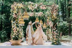 indian wedding Getting Married in 2018 Look At These Breathtaking Mandap Setups That Looked Straight Out of A Dream! Indian Wedding Venue, Indian Destination Wedding, Outdoor Indian Wedding, Wedding Mandap, Sikh Wedding Decor, India Wedding, Destination Weddings, Indian Bridal, Wedding Ceremony Ideas