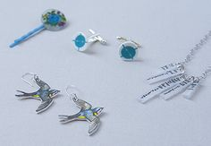it would be cute for the boys to make as presents...DIY Shrinky Dink Jewelry