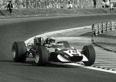 Vic Elford, com uma Cooper-BRM T86B, GP do México de 1968, no Autódromo Hermanos Rodríguez (Autódromo Magdalena Mixhuca até 1962), na Cidade do México.
