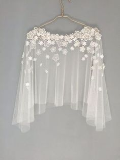 Bridal capelet Bridal cover up Lace cover up by HanakinLondon - Herren- und Damenmode - Kleidung Diy Clothes, Clothes For Women, Dress Clothes, Bridal Cover Up, Capelet, Mode Inspiration, Blouse Designs, Dress Designs, Wedding Gowns