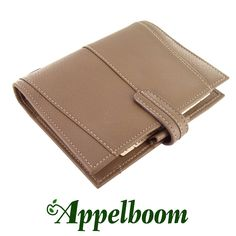 Filofax Aston Mushroom Organizer. The Aston is supremely self assured. Quintessentially classic styling defines this prestigious leather organiser and its owner.