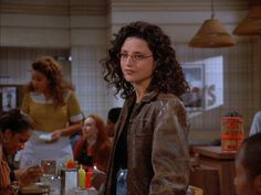 Elaine Bene's best fashion and outfits from Seinfeld. Next Fashion, Fashion 2020, 90s Fashion, Fashion Ideas, Julia Louis Dreyfus, Seinfeld Elaine, Cher And Dionne, Elaine Benes, Buy Clothes Online