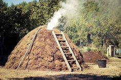 Il catuozzo a Calvanico nei boschi in Cilento per fare il carbone duramte la Societing Summer School