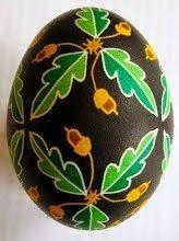 pysanky - leaves and acorns, black background Egg Crafts, Easter Crafts, Holiday Crafts, Polish Easter, Carved Eggs, Rock Flowers, Egg Tree, Easter Egg Designs, Ukrainian Easter Eggs