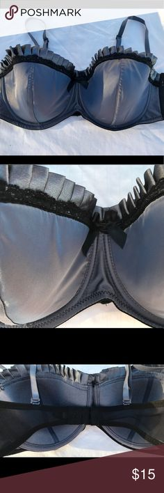 FINAL SALE $9. Bra 38C 💄 Marilyn Monroe Intimates Gray and black Satin-look bra with underwire and molded cups. Removable straps. Marilyn Monroe Intimates Intimates & Sleepwear Bras