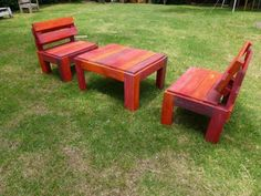 Wooden Pallet Furniture Now craft a delightful creation of wooden pallet outdoor furniture that is all set out with the smart and artistic arrangement of useless wooden pallets planks.