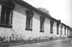 """Antiguo Hospital San Juan de Dios, ahora Hospital Jorge Mazzini en la Ciudad de Sonsonate. En  1645, iniciaron la idea de establecerlo los Padres de la congregación  San Juan de Dios.  En 1867, se organizó una junta de caridad integrada por los Señores Don Antonio Ipiña, Don Lorenzo López y Don Rafael Campo, organizando la Junta denominada """"Hermanos de Caridad"""", donde se estableció la construcción de un coliseo para recolectar fondos y adquirir el terreno para levantar el edificio del…"""