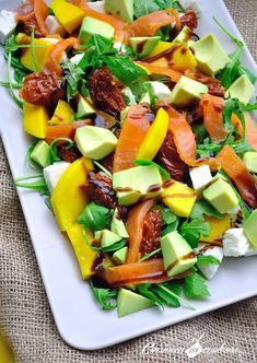 Beef Recipes 19166 Salad with smoked salmon, mango and lots of goodies - Cuisinons En Couleurs Beef Recipes For Dinner, Ground Beef Recipes, Soup Recipes, Salad Recipes, Vegetarian Recipes, Healthy Recipes, Simple Recipes, Easy Salads, Easy Meals