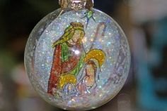 glass ornament tutorial~ a twist on the ones I made this Christmas.