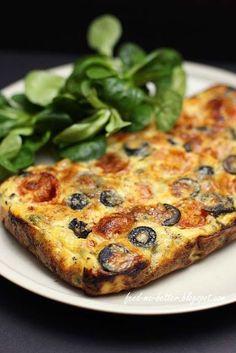 Feed Me Better: Dietetyczna frittata z warzywami. Fall Dinner Recipes, Healthy Dinner Recipes, Vegetarian Recipes, Cooking Recipes, Healthy Breakfast Menu, Gourmet Breakfast, Healthy Recepies, Healthy Snacks, Healthy Eating