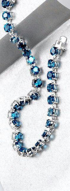 Looks like my birthstone aquamarine and silver I Love Jewelry, Jewelry Box, Jewelery, Jewelry Accessories, Fashion Accessories, Sapphire Diamond, Blue Sapphire, Beaded Necklace, Beaded Bracelets