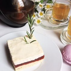 http://escarpinsetmacarons.over-blog.com/2015/10/sable-au-romarin-pulpe-de-prunes-et-cremeux-fleur-d-oranger-foodista-challenge-12.html