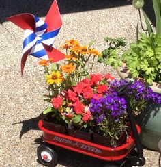 Red wagon baby shower. Outdoor decoration ideas.