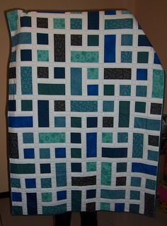 Rectangle Squared quilt great quilt design for men Quilting Tips, Machine Quilting, Quilting Designs, Quilt Design, Man Quilt, Boy Quilts, Two Color Quilts, Summer Quilts, Colorful Quilts