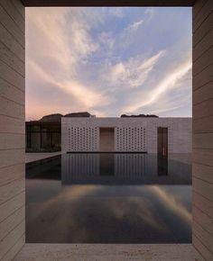Stone Court Villa in Arizona by Masa Studio. Photo by Studio Shamshiri.