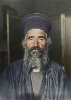 Joseph Vasilon, greek-orthodox priest just arrived at Ellis Island, New York, in 1910 (photographed by Augustus F. Sherman, the chief registry clerk at Ellis Island) France 24, Isla Ellis, Ellis Island Immigrants, Orthodox Priest, Colorized Photos, Old Faces, People Of The World, Vintage Photographs, Royal Families