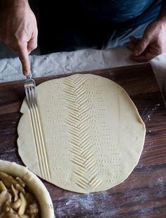 Tutorial on How to make leaf pie crust designs. Leaf Pie Dough   @whiteonrice