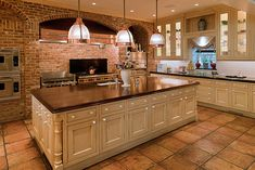 Oh man I'm in Heaven.  Someday maybe I will be lucky enough to have this big of a kitchen.
