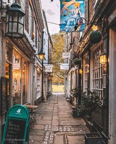 "London • UK 🇬🇧 on Instagram: ""Brewers Lane, Richmond 😍❤️ #itssolondon ( 📸 Photo @theurbanteller )"" French Open, Richmond Upon Thames, London, Surrey, Instagram"