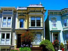 How to dress a Victorian home's windows - A Window Into the Past: San Franciscos Painted Ladies #shades #decor
