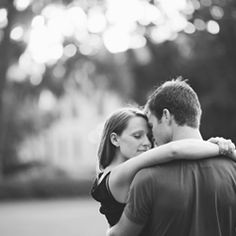 A beautiful and romantic Orlando Engament session in Rollins College that includes guitars, lots love and an adorable couple!