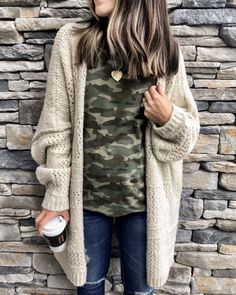 The Everyday Style: Cute Casual Winter Fashion Outfits Camo Shirt Outfit, Cardigan Outfits, Camo Cardigan, Winter Cardigan Outfit, Longline Cardigan, Boyfriend Cardigan Outfit, Cream Cardigan Outfit, Chunky Sweater Outfit, Dress Winter