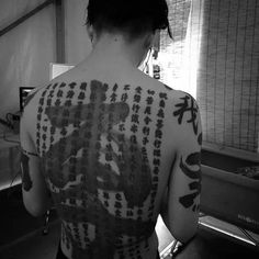 MTL Writer, daydreamer and resident cyberpunk. The brain that collates this visualgasm also assembles words into post-cyberpunk dystopia: my. Brush Tattoo, Steve Lacy, Aesthetic Body, Gackt, Olivia Black, Black And White Aesthetic, Black And White Pictures, Visual Kei, Tattoo