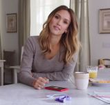 Microsoft launches Windows Phone ad blitz with Jessica Alba, Gwen Stefani