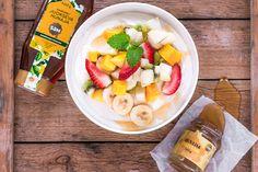 Jogurttihyytelö ja hunajainen hedelmäsalaatti