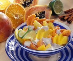 Rezept: Exotischer Obstsalat mit Mango und Papaya