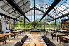 De Kas—Amsterdam, The Netherlands Restaurant En Plein Air, Glass Restaurant, Container Restaurant, Cozy Restaurant, Luxury Restaurant, Outdoor Restaurant, Restaurant Design, Restaurant Interiors, Restaurant Ideas