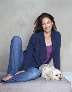 Ashley Judd (aussi avec un autre chien) mais le look en général