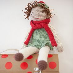 We are crazy about the hand knitted girl from emoke. She comes together with a tiny box she sleeps in and of course a scarf for the cold weather! Cold Weather, Hand Knitting, Teddy Bear, Hands, Photo And Video, Christmas Ornaments, Toys, Holiday Decor, Fun