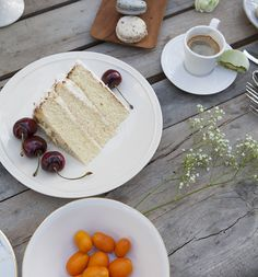 Ariana Dinnerware #bluepheasant #dinnerware #plates #setthetable #tabletop #homedecor #entertaining #brunch #floralplates #placesetting #weddingdecor #wedding #plates #cake #weddingcake