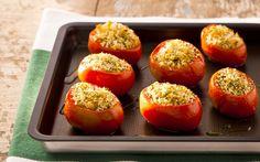 Receita de Tomates assados recheados com queijo, pão italiano e ervas - iG