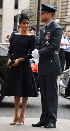 July Prince Harry & his wife Meghan Markle attended a service at Westminster Abbey to cele. Estilo Meghan Markle, Meghan Markle Style, Lady Diana, Prinz Harry Meghan Markle, Prinz Charles, Prince Harry And Megan, Harry And Meghan Wedding, Kate And Meghan, Estilo Real