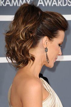 Detalle del peinado visto desde el lateral.
