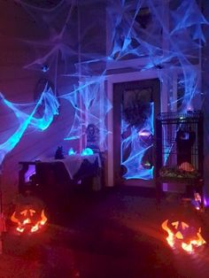 Creative lights play an important role in Halloween decoration. They can create more horrible Halloween scenes and make Halloween party more entertaining. With the right lighting, even an empty yard can successfully create a Halloween atmosphere. Halloween Veranda, Casa Halloween, Halloween Graveyard, Modern Halloween, Adult Halloween Party, Halloween Porch, Outdoor Halloween, Diy Halloween Decorations, Holidays Halloween