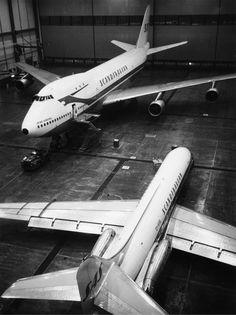 Scandinavian Airlines System (SAS) Boeing 747-100 (top left) and Sud Aviation Caravelle (bottom right)
