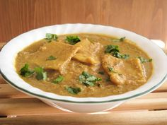 Paatvadyachi bhaji -- Chickpea flour dumplings in curry sauce. Would be goo to put the dumplings in a lentil soup :) Vegan Lunch Recipes, Delicious Vegan Recipes, Healthy Recipes, Vegan Food, Healthy Foods, Cooking Recipes, Yummy Food, Vegetarian Main Dishes, Vegan Dishes