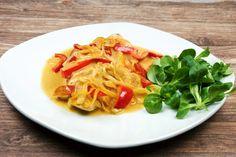 Heute gibt´s zartes Hähnchenbrustfilet mit Paprika, cremige Sahnesoße und frische Paprika - eine klassische aber seeeehr schmackhafte Kombination.