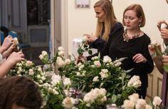 Julia Gauld from the Berlin Flower School teaching for the gold Wedding Academy.